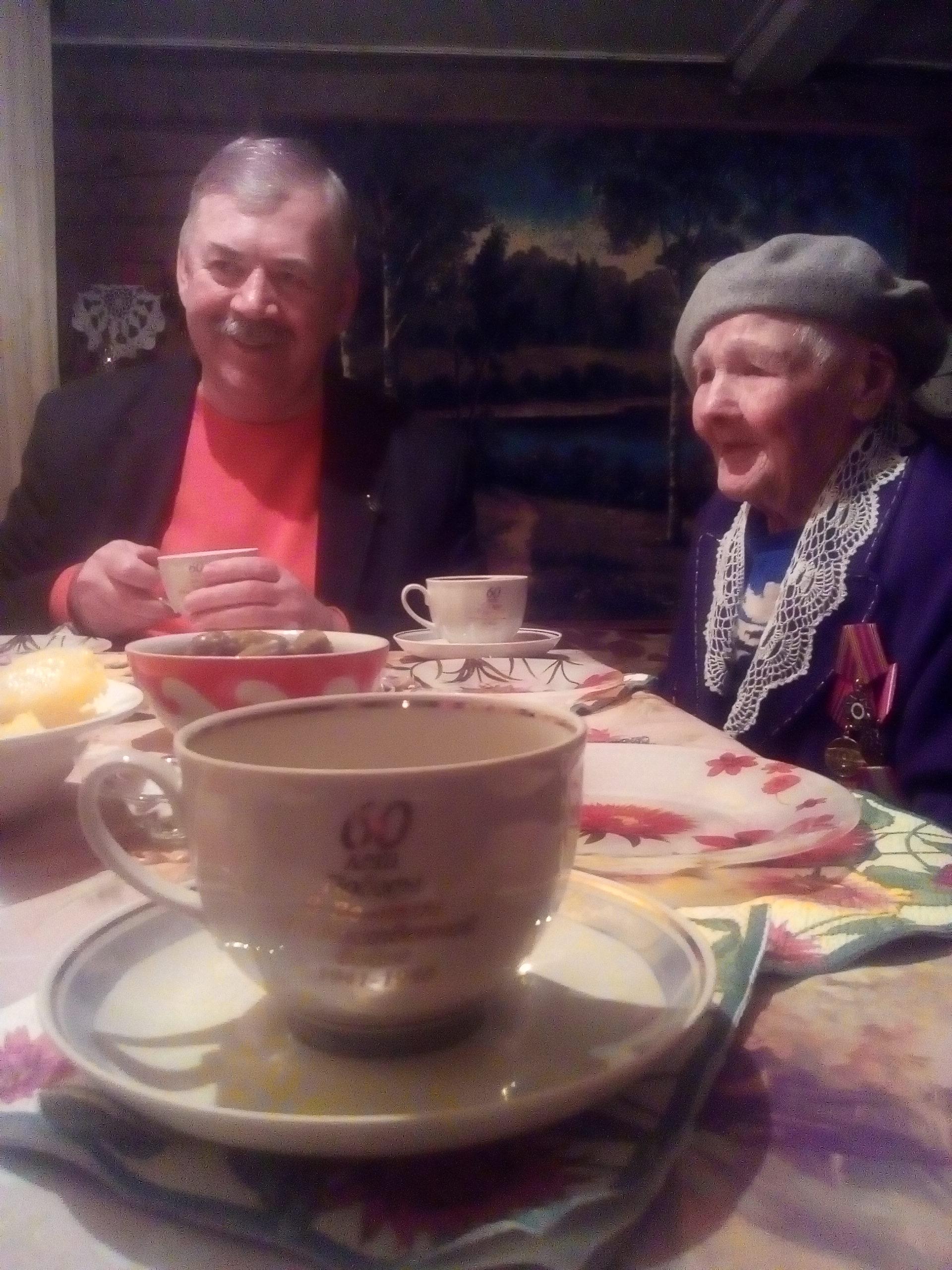 100-летнюю жительницу Суздаля поздравил глава города.